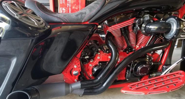 black-red-1280×800