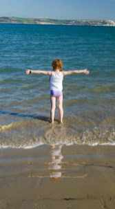 I love the sea, this much