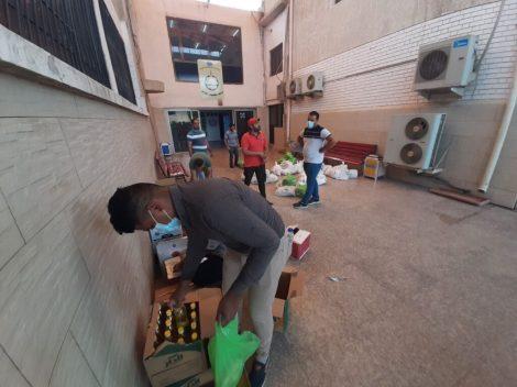 كلية بغداد للعلوم الاقتصادية • وتم توزيع السلال من قبل الفريق التطوعي المكون من التدريسيين وطلبة الكلية حيث تضافرت كل الجهود لاعداد هذه السلة وتوصيلها الى العوائل المعنية .