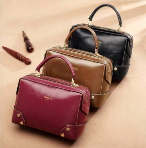 Купить небольшую женскую сумку с натуральной кожи черного пурпурного красного бордового цвета цена фото отзывы Украина Киев Запорожье Днепр