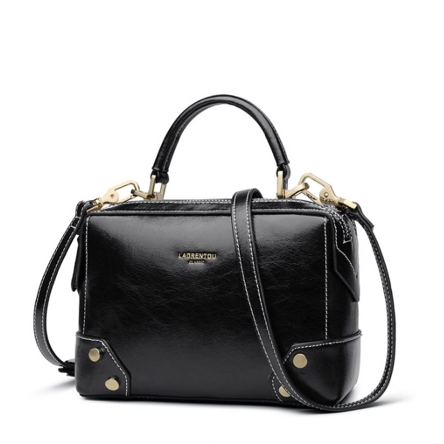 0477509f6b1d Купить Сумка женская кожаная черная черного цвета Laorentou, Fashion Classic  фото цена через плечо