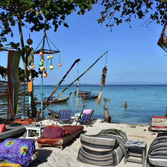 strandtent op koh lipe in thailand