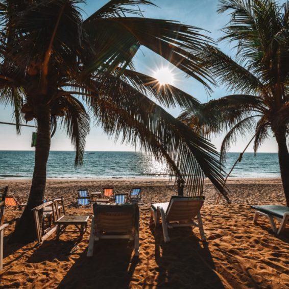 strand en palmbomen thais eiland koh lanta