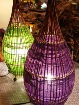 ラタンと布で表現した 中型ランプ