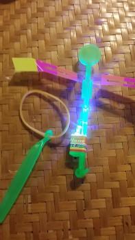 光る竹トンボ