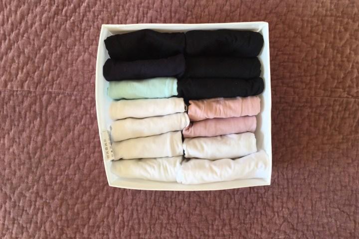 KonMari foldning af T-shirt - en guide fra Bagvrk.dk