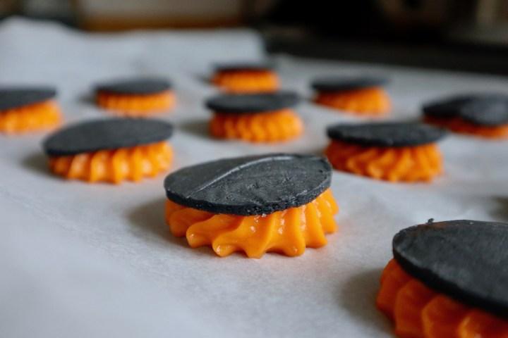 Halloween vandbakkelser choux au craquelin klar til ovnen Bagvrk.dk
