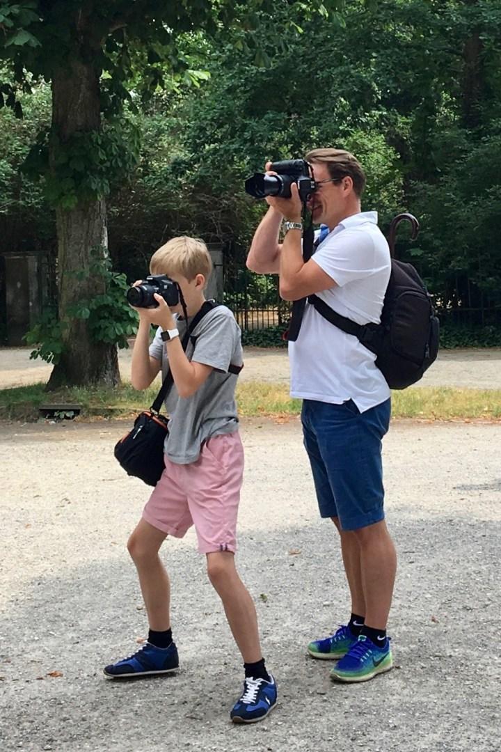 Far og søn fotograferer Bagvrk.dk