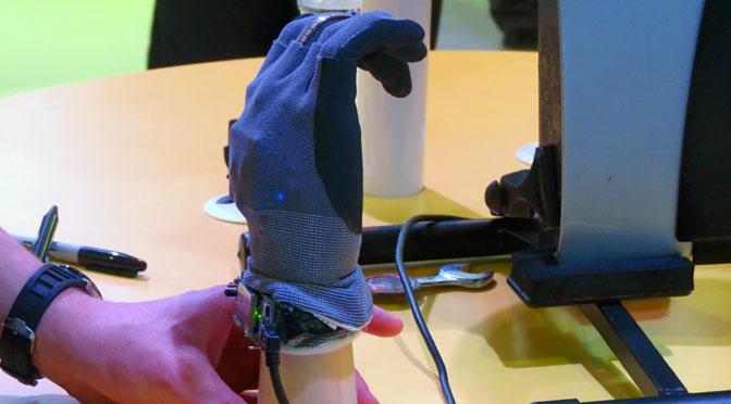 Los guantes ahora son «inteligentes» gracias a Intel Edison