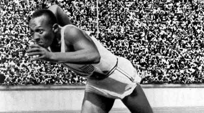 Cine y debate sobre Jesse Owens, el héroe de Berlín