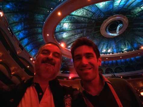 """Con Sebastián Davidovsky. """"O"""" del Cirque du Soleil, hotel Bellagio, Las Vegas, EE.UU., enero."""