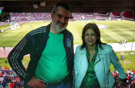 Con Alba Piotto. Estadio Monumental, Buenos Aires, marzo.