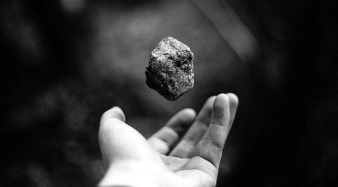 Piedras en las manos