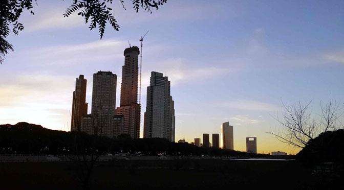 «Skyline» de Puerto Madero desde la reserva ecológica de Buenos Aires