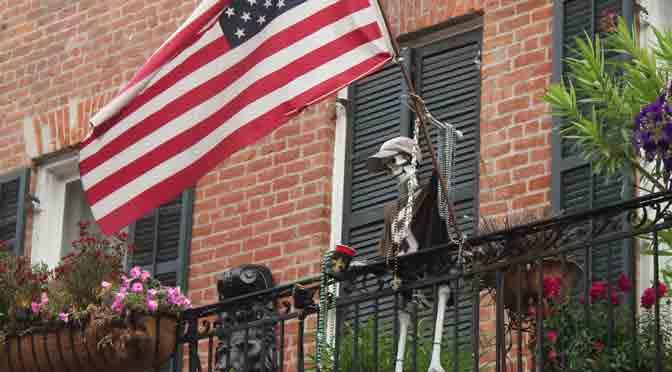 Personajes de balcones y galerías del Barrio Francés de New Orleans
