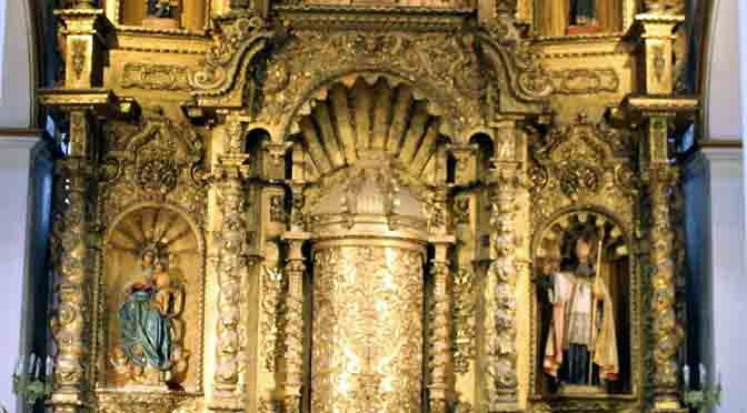 El altar dorado de la iglesia de San José en el casco antiguo de Panamá