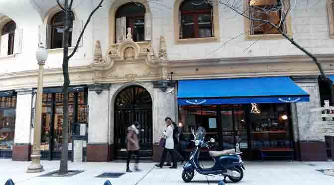 Arroyo, una de las calles más singulares de Buenos Aires, en 17 fotografías