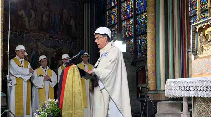Misa en Notre Dame con cascos de protección, a dos meses del incendio