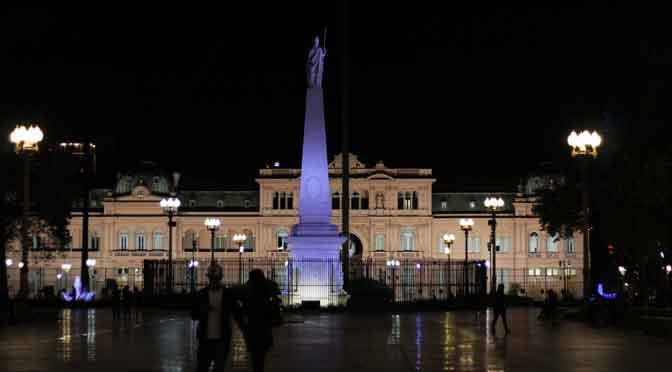 Paseo nocturno en la plaza de Mayo y sus alrededores