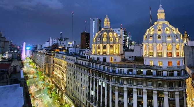 Buenos Aires de noche desde la cúpula del edificio Miguel Bencich