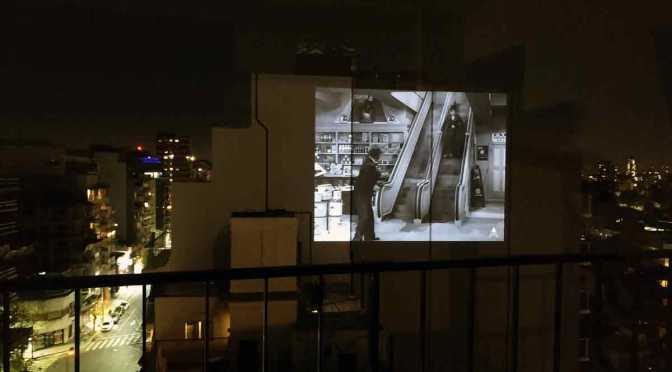 Andes Origen y Mubi proyectan en una medianera en Buenos Aires «Tiempos modernos»