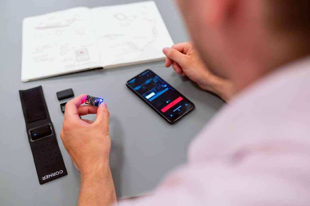 engineer developing app