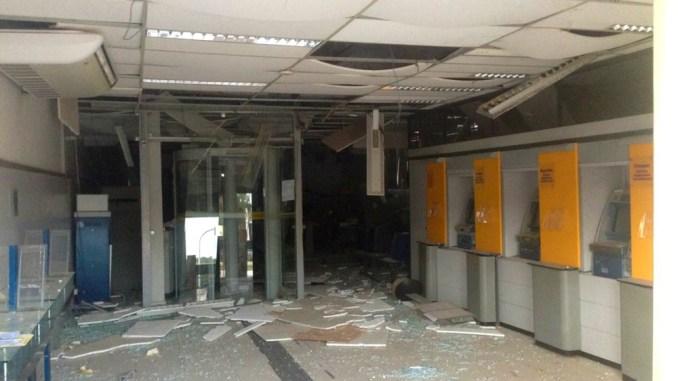 Resultado de imagem para Agências bancárias explodidas
