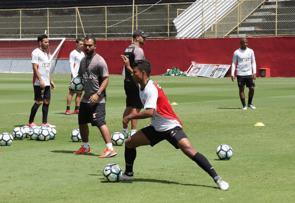 Sport encerra jejum, bate Vitória e coloca São Paulo no Z-4