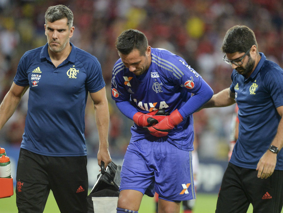 Fla consulta Conmebol para reinscrever Cesar no lugar de Diego Alves