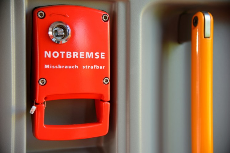 Symbolbild: Eine Notbremse im Zug (Foto: © DB AG / Jet-Foto Kranert)