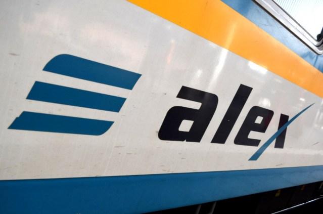 ALEX-Schriftzug auf einem Zug der Länderbahn. (Foto: © Bahnblogstelle)