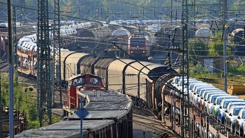 """Bahn frei für 740 Meter lange Güterzüge? Das versteckt der BVWP im """"potenziellen Bedarf"""", kritisieren Allianz pro Schiene und VDB. (Foto: © DB AG / Uwe Miethe)"""