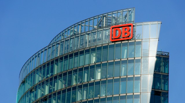 Bahntower: Konzernzentrale der Deutschen Bahn AG am Potsdamer Platz in Berlin. (Foto: © DB AG / Volker Emersleben)