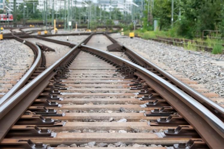 Leere Bahngleise durch Warnstreiks. (Foto: © anjajuli / Fotolia)