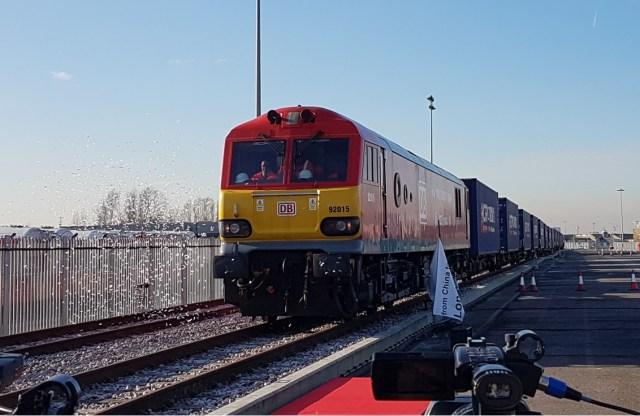 Der erste Güterzug aus China erreicht das Ankunftsterminal von DB Cargo UK im Londoner Eurohub in Barking, Großbritannien. (Foto: © DB AG / Andrew Baker)