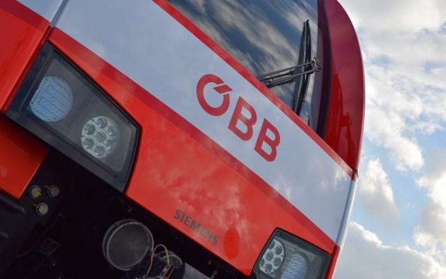 Fahrzeugfront mit ÖBB-Logo. (Foto: © Bahnblogstelle)