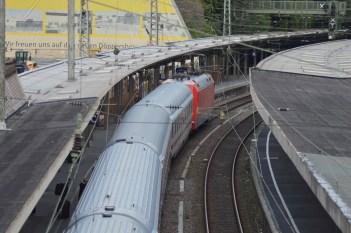 Blick von der Fußgängerüberführung am Wuppertaler Hauptbahnhof. (Foto: © Bahnblogstelle)