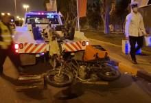 Photo of إصابة دليفري آسيوي بعد تدهور دراجته النارية بعد منتصف الليل