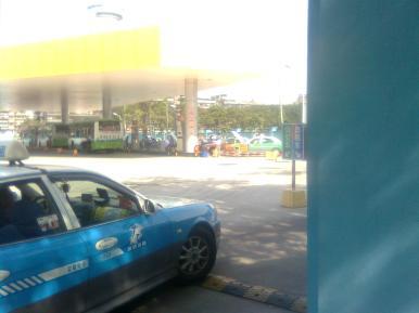 bis kota dan taksi dengan gas