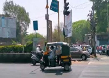 even though there is no swargate hadapsar brt route there are bus stops on the road