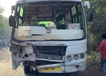 madhya pradesh 10 dead and 4 injured after a bus collided with an auto in purani chhawani area of gwalior earlier today