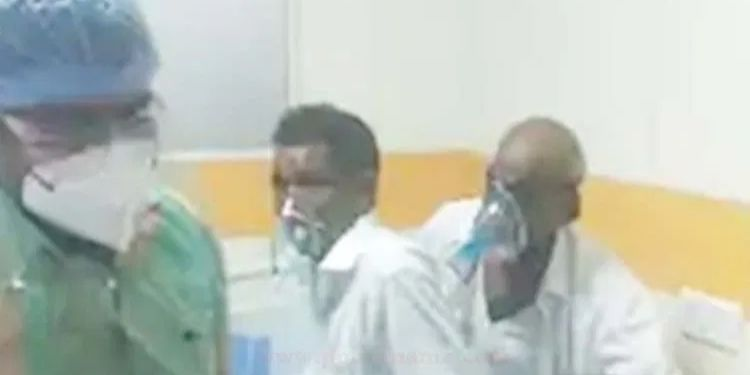 health-system-is-on-ventilator-in-pune-three-patients-are-being-treated-in-one-bed-in-sassoon-hospital-pune