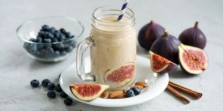health-benefits-of-anjeer-with-milk-at-night-know-how-to-drink-milk-with-fig-to-control-bp-weight-loss-healthy-heart