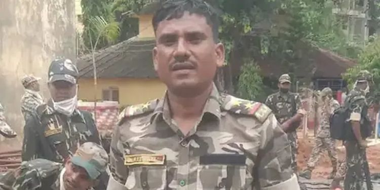 maoists-kill-police-sub-inspector-after-abduction-panic-in-bijapur-palnar-area