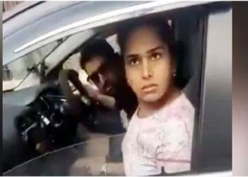 husband-and-wife-walking-around-without-masks-verbally-arguing-when-stopped-police-ias-officials
