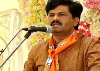 sonia-gandhi-demands-free-vaccination-but-congress-leaders-in-maharashtra-are-not-ready-says-gopichand-padalkar