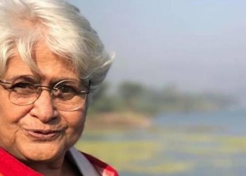 director sumitra bhave passes away in pune