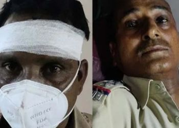 brutal-attack-on-of-two-policemen-including-police-inspector-in-solapur