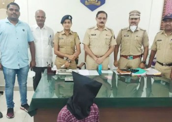 Pune Crime News 17-year-old girl brought to Pune from Mumbra doing wrong thing in lodge with her Samarth police arrested the accused from Hyderabad