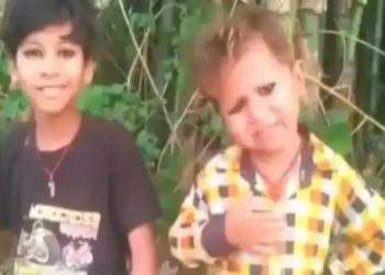 pm-modiji-even-if-schools-have-to-be-closed-for-7-years-we-will-make-these-sacrifices-video-of-cute-kids-going-viral-on-social-media